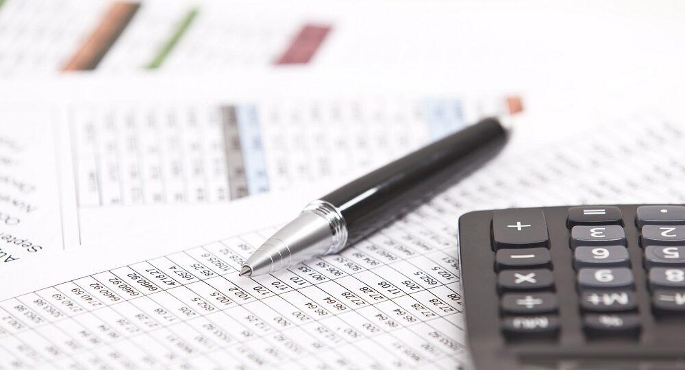 długopis i kalkulator